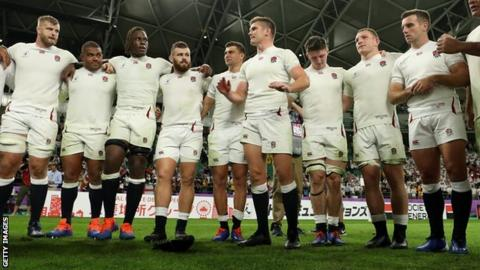 Owen Farrell speaks to the England team after their win over Australia