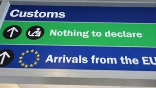 Customs sign in the UK