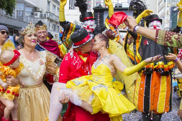 A couple kiss at pre-carnival festivities