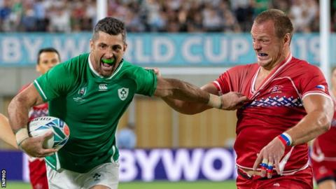 Rob Kearney on his way to scoring Ireland's opening try in the second minute