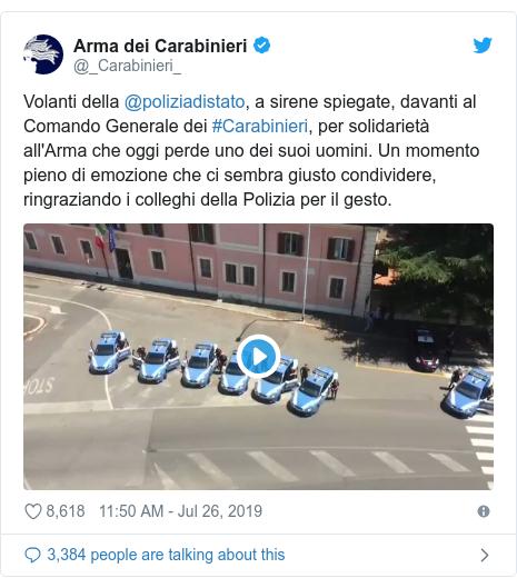 Twitter post by @_Carabinieri_: Volanti della @poliziadistato, a sirene spiegate, davanti al Comando Generale dei #Carabinieri, per solidarietà all'Arma che oggi perde uno dei suoi uomini. Un momento pieno di emozione che ci sembra giusto condividere, ringraziando i colleghi della Polizia per il gesto.