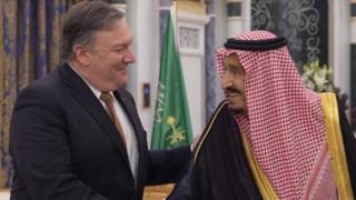 US Secretary of State Mike Pompeo (L) meeting Saudi King Salman in Riyadh, Saudi Arabia, 16 October 2018