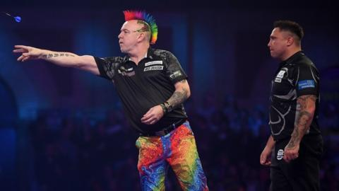 Peter Wright (L) and Gerwyn Price