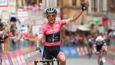 Simon Yates celebrates winning stage 11 of the Giro d'Italia