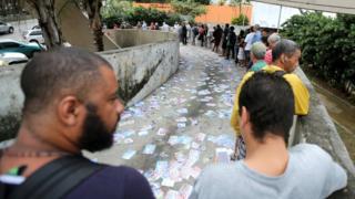 Brazilians queue to vote in Rio de Janeiro on 7 October 2018