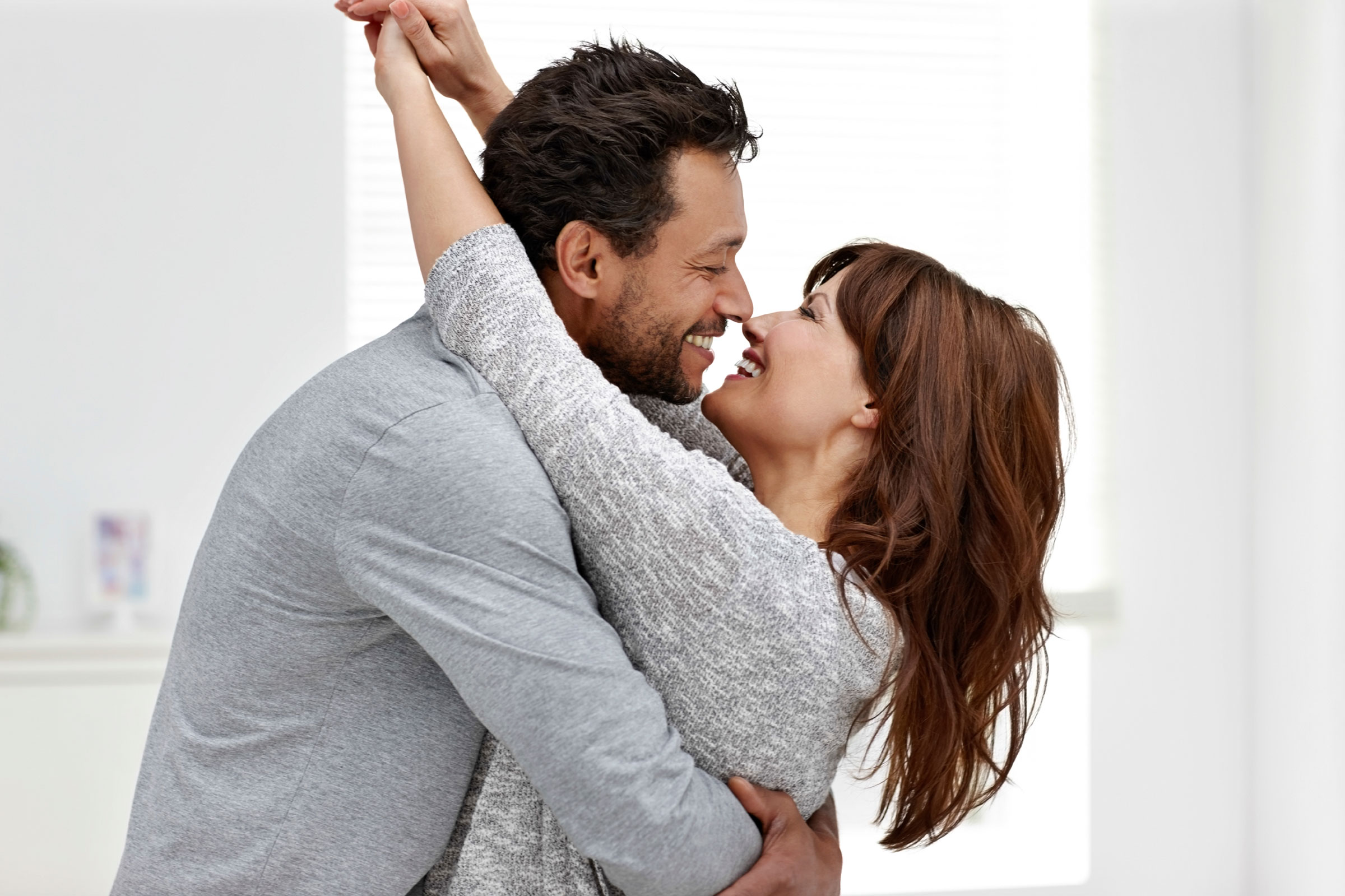 experts-reveal-how-happy-couples-deal-with-problems