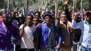 Oromo youth chant slogans during a protest in-front of Jawar MohammedÕs house